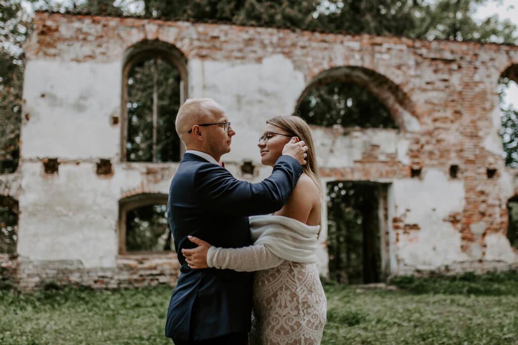 Sesja ślubna ruiny Mazury (1)
