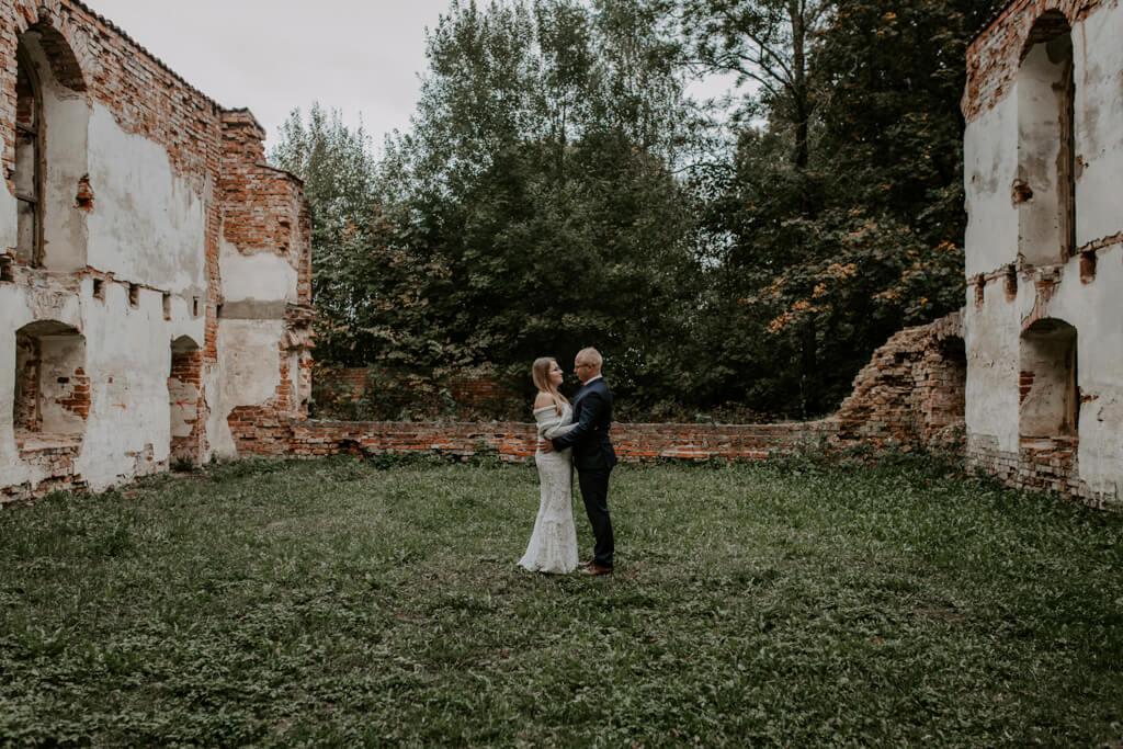 Sesja ślubna ruiny Mrągowo (1)
