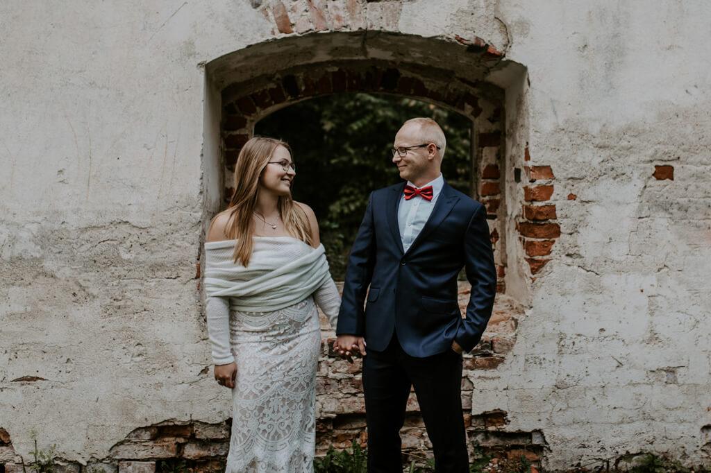 Sesja ślubna ruiny Mrągowo (4)