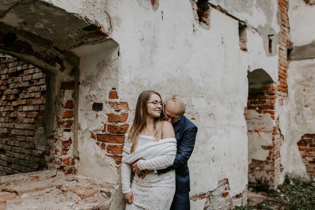 Sesja ślubna ruiny Mrągowo (6)