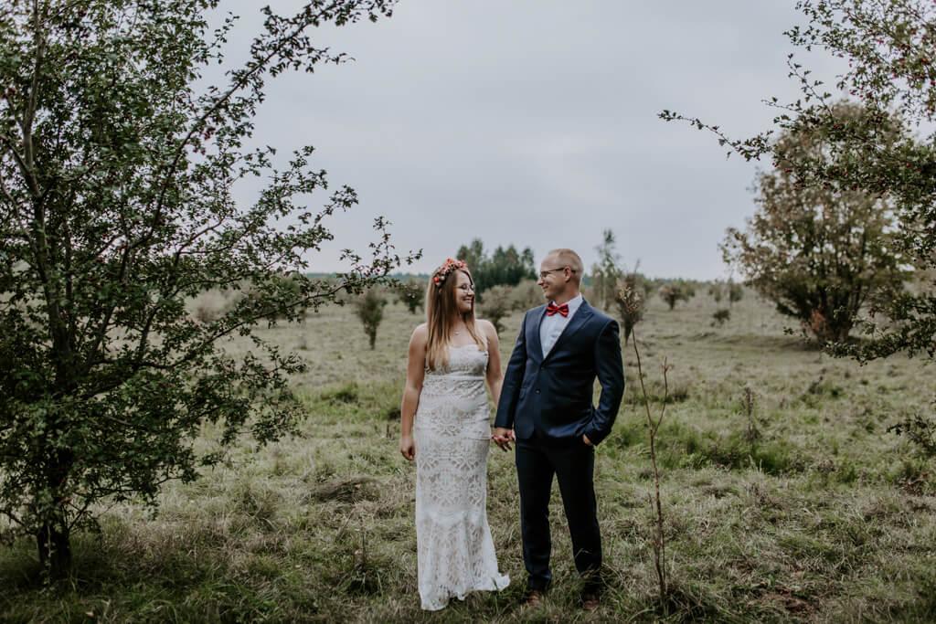 Sesja ślubna w sadzie Mazury (3)
